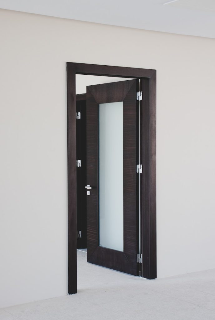 how much does it cost to replace a door?